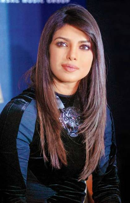 Priyanka Chopra straight hair