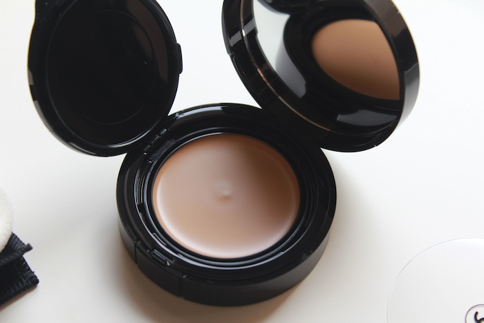 chanel-vitalumiere-aqua-cream-creme-compact-makeup-review