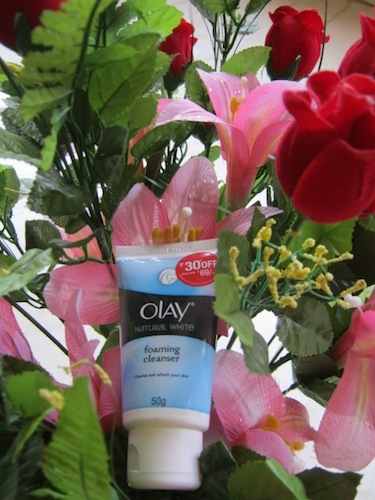 olay-natural-white-foaming-cleanser