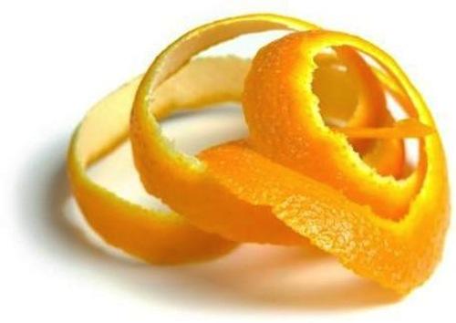 Lemon or orange peel for lips