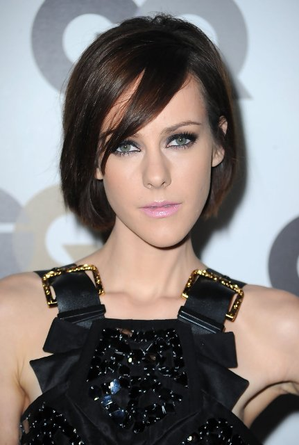 Cute-Short-Hairstyles-for-Long-Faces