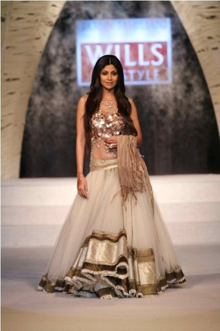 Shilpa Shetty in Tahiliani dress