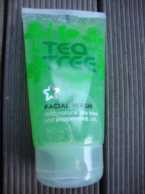 Superdrug Tea Tree and Peppermint Facial Wash 4