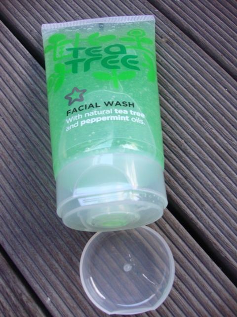 Superdrug Tea Tree and Peppermint Facial Wash 5