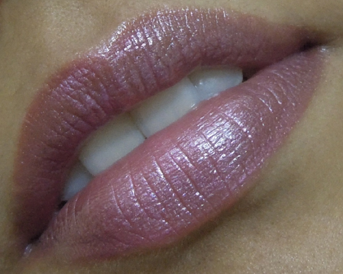 LakmeAquashine-3-in-1-Lip-C