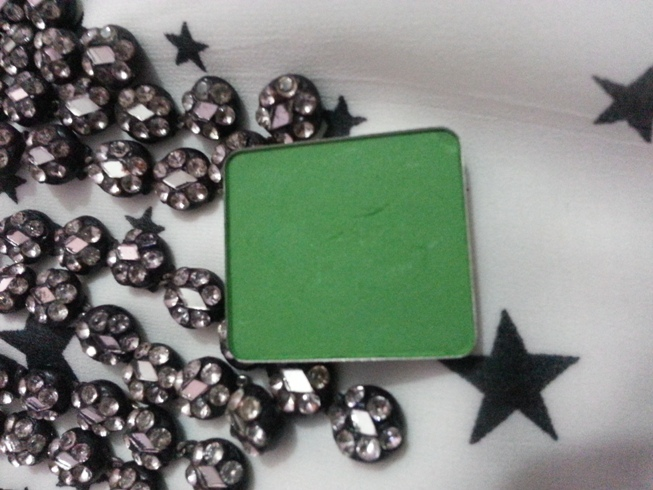 inglot green eyeshadow