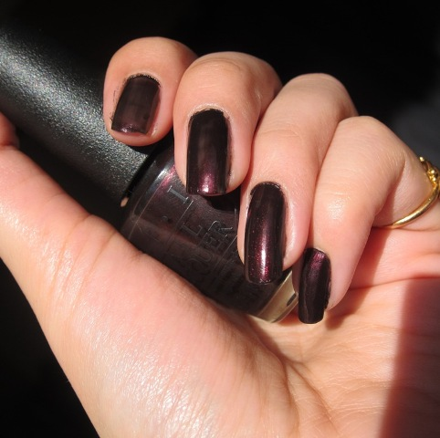 O.P.I Nail Lacquer Midnight in Moscow10