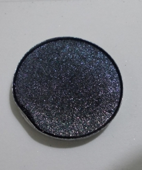 mac-eye-shadow-black-tied-4