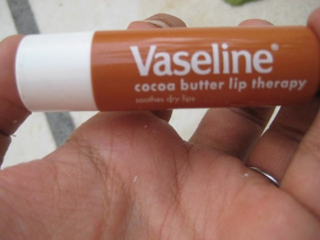 vaseline-cocoa-butter-lip-therapy