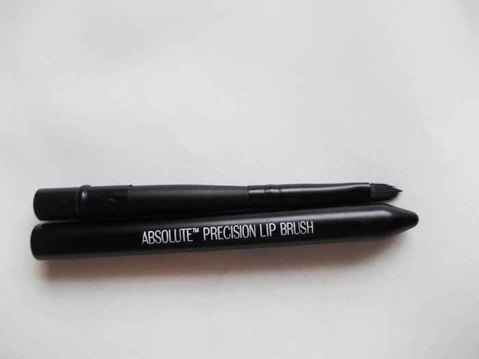 lakme-absolute-lip-brush2