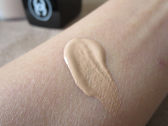_Lift_Lumiere_Firming_and_Smoothing_Sunscreen_Fluid_Makeup_Review__9