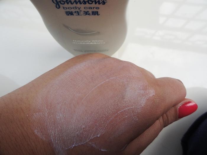 Johnson's Body Care Naturally White Daily UV Lotion