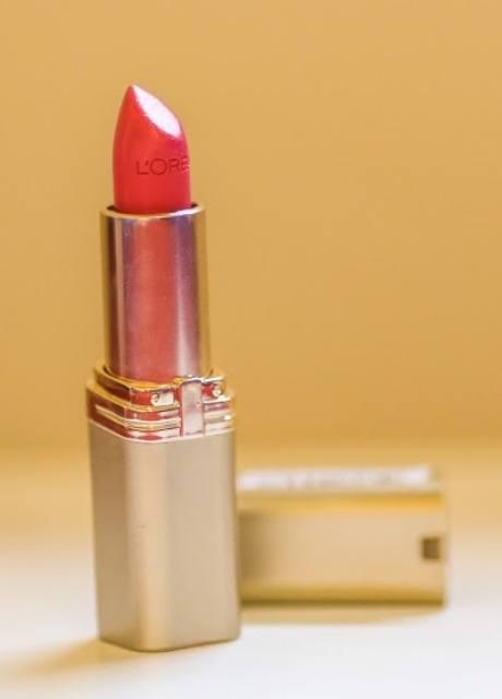 L_Oreal_Colour_Riche_Lipcolour_-_Miss_Magenta