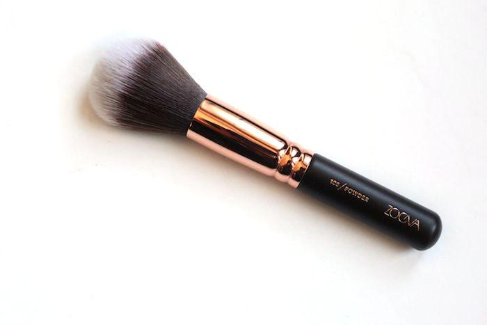 zoeva powder brush 106