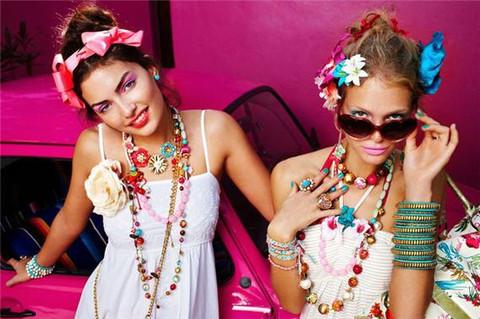10 Types of Fashion Criminals We See Around Us