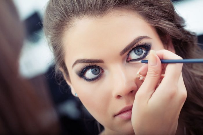 Common Mistakes You Tend To Make While Applying Eyeliner