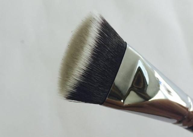 Zoeva V Face Paint Vegan Brush