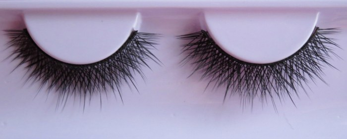 how to make your eyelashes look longer with cotton balls