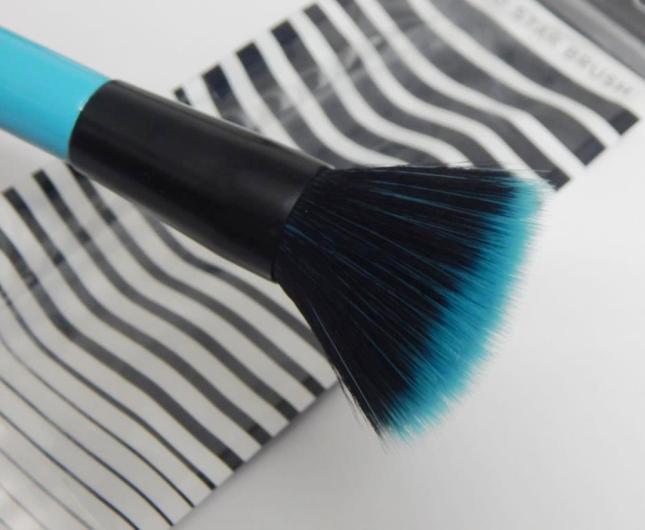 lottie-london-studio-star-brush-bristles